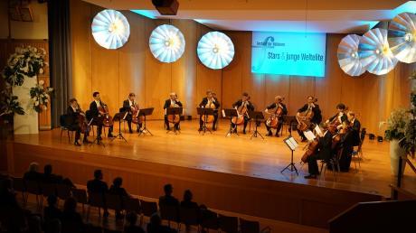 Zwölf Cellisten, 48 Saiten und eine scheinbar unendliche musikalische Vielfalt: die Musiker der Berliner Philharmoniker.