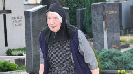 """Als """"Friedhofsschwester"""" kümmerte sich Sr. Stefanie für die Gräberabteilung des Blindenheims."""
