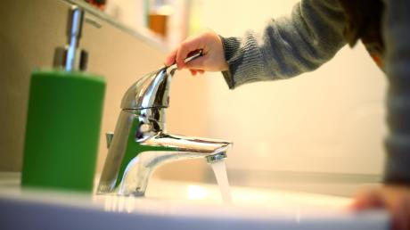 Seit einer Woche dürfen sich die Menschen in Kissendorf und Silheim nicht waschen und duschen - eine Auflage des Gesundheitsamtes.