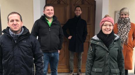 """Stefan Brenner, Rainer Holdenrieder, Timo Natterer, Hannah Lobenhofer und Daniela Herz (von links) haben """"Fröhliche Weihnacht überall"""" eingespielt."""
