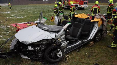 Zwei Menschen sind bei einem Unfall bei Markt Wald verletzt worden.