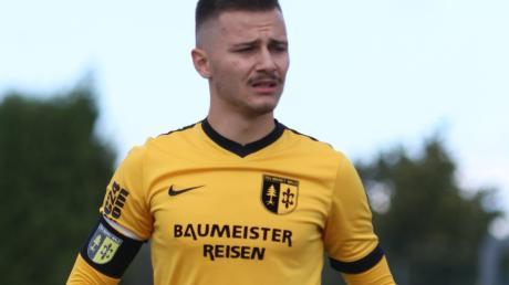 Der Fußball gibt ihm Kraft und Hoffnung: Jacob Dikkaya trägt trotz seiner Krebserkrankung die Kapitänsbinde des TSV Markt Wald.