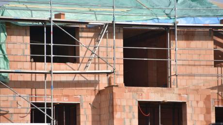 In Rehling darf künftig dichter gebaut werden. Der Gemeinderat verzichtet auf eine eigene Satzung zu den Abstandsflächen.