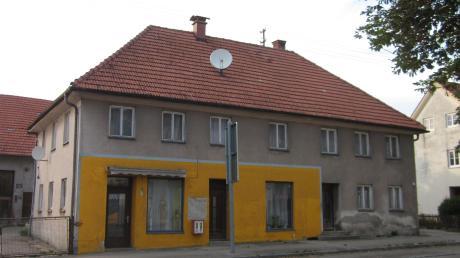 So sah das Haus aus, als Johannes Weber es 2014 gekauft hat. In den vorangegangenen Jahrzehnten war es vielfältig genutzt worden und stand teils auch leer.