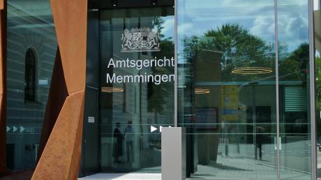 Ein Mann musste sich vor dem Amtsgericht Memmingen verantworten, nachdem er unter anderem die Wohnung seiner Ex-Freundin verwüstet haben soll.