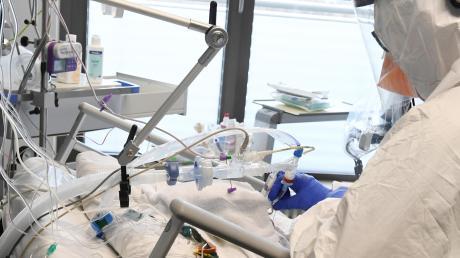 Drei Covid-19-Patienten liegen derzeit auf der Intensivstation des Aichacher Krankenhauses.