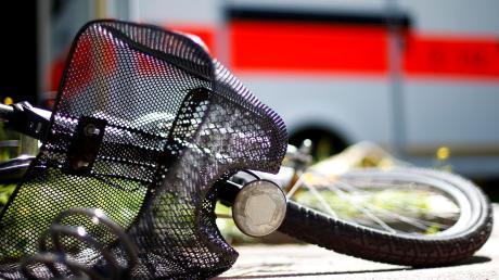 Ein Fahrradfahrer hat sich in Senden bei einer Kollision verletzt.