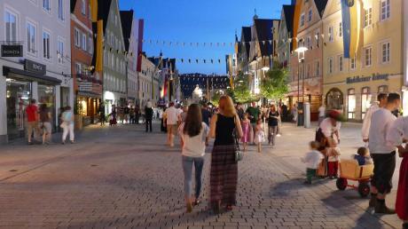 Freie Bahn für Fußgänger: In diesem Sommer sollen zu bestimmten Zeiten nur noch Autos von Anliegern in die Mindelheimer Altstadt dürfen. Ob es dann gleich so voll wird, wie beim Frundsbergfest (unser Bild) bleibt jedoch abzuwarten.