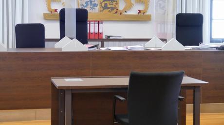 Ein 48-jähriger Bulgare steht seit Dienstag vor dem Landgericht memmingen, weil er im Mai des vergangenen Jahres brutal auf drei Frauen eingestochen haben soll. Ihm wird versuchter Mord und versuchter Totschlag vorgeworfen.
