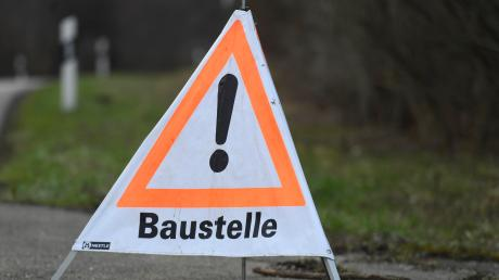 Auf A8 und B17/B2 kommt es zu Staus wegen Bauarbeiten. Auch in der Gersthofer Bahnhofstraße geht es langsamer voran.