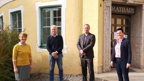 Dominik Leder (rechts) ist der neue Kämmerer und Geschäftsstellenleiter der Verwaltungsgemeinschaft Kirchheim und damit Nachfolger von Josef Simon.
