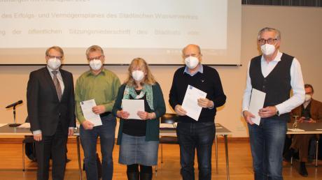 Bürgermeister Stephan Winter (li.) überreichte die Dankurkunden an (2. v. l.): Thomas Schnabel, Ursula Kiefersauer, Hans-Georg Wawra und Georg Pfeifer.
