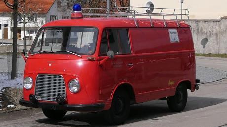 Fast 56 Jahre alt und dafür noch ganz gut in Schuss ist der Ford Transit der Breitenbrunner Feuerwehr. Der knallrote Oldie steht jetzt zum Verkauf. Der Grund ist Platzmangel: Die Wehr bekommt ein neues Fahrzeug und deshalb wird es eng in der Halle.