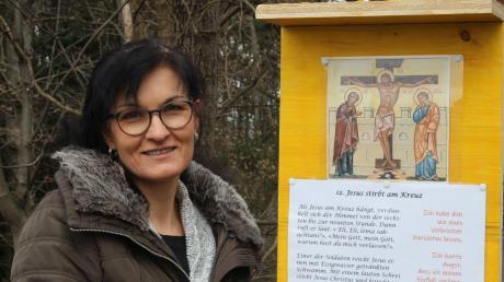Marlies Santjohanser hat gemeinsam mit dem Pfarrgemeinderat Irsingen einen Kreuzweg für Gläubige jeden Alters gestaltet.