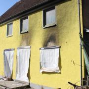 Anfang Dezember 2019 bannte es in diesem Haus in Loppenhausen. Der Wiederaufbau kommt seitdem nicht voran. Der Geschädigte hatte Probleme mit der Versicherung und so ist lange kein Geld geflossen.