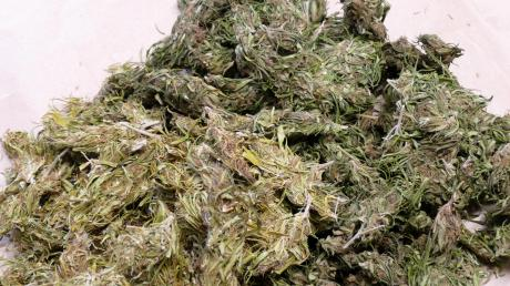Ein Kilogramm Marihuana und 100 Ecstasy-Tabletten fand die Polizei bei zwei jungen Männern. (Symbolbild)