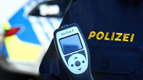 Die Polizei Dillingen hat am Samstag zwei betrunkene Autofahrer angehalten.