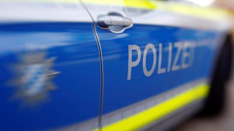 Die Polizei sucht nach einem Einbruchsversuch nach zwei Jugendlichen.