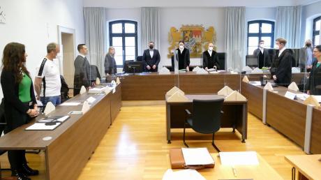 Vor dem Landgericht Memmingen muss sich ein 48-Jähriger wegen Mordversuchs und versuchten Totschlags verantworten. Der Prozess sollte bereits mit einem Urteil enden, wurde nun aber erneut verlängert.