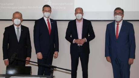 Thomas Munding, Alex Eder, Martin Sailer und Horst Schönfeld präsentierten in Mindelheim die Fusionspläne für die Sparkasse Memmingen-Lindau-Mindelheim und der Kreissparkasse Augsburg. Profitieren sie auch von der Fusion?
