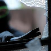 Anfang Juli wurde in eine Praxis in Kaufering eingebrochen. Jetzt hat die Polizei einen Tatverdächtigen ermittelt.