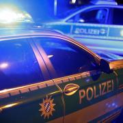 Einen Frontalzusammenstoß mit zwei leicht verletzten Personen und erheblichen Sachschaden hat es am Dienstag in Neusäß gegeben.