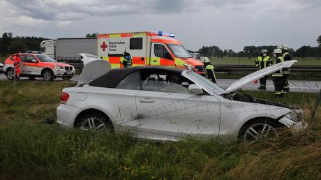 Der Fahrer dieses Autos wurde bei einem Unfall auf der A96 leicht verletzt.