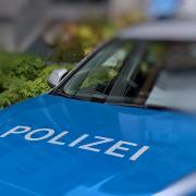Bei einer 91-jährigen Frau stellten Polizisten eine Marihuanapflanze sicher.