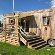 So oder so ähnlich sehen die mobilen Mini-Häuser – neudeutsch Tiny Houses genannt – aus. Unser Archivbild zeigt ein Tiny House, das in Baar nahe Friedberg steht.