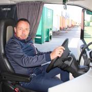 Gerd Thomas am Steuer seines top gepflegten 750 PS starken Volvo. Für den Kammlacher Unternehmer ist das Leben als Fernfahrer nach wie vor ein Traum.