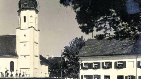 Hausen mit seiner kleinen, aber schönen Dorfkirche, wurde im Jahre 1851 als eigene Pfarrei von der Großpfarrei Pfaffenhausen losgelöst. Foto: Archiv Hölzle