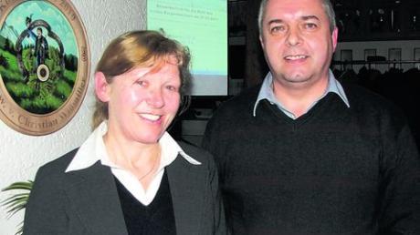 Karin Schmalholz tritt als Bürgermeisterkandidatin der Dorfgemeinschaft Apfeltrach an. Ersatzkandidat ist Anton Mayer. Foto: baus