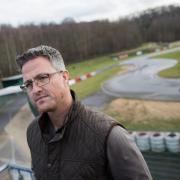 Ralf Schumacher an der Kartstrecke in Kerpen. Foto: Rolf Vennenbernd