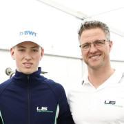 Fährt in der Formel 3: David Schumacher posiert mit seinem Vater Ralf. Formel-3 2020: Rennkalender, Fahrer, Teams & Live-TV.