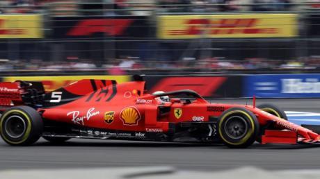 Sebastian Vettel ist im Abschlusstraining der Formel 1 vor dem Grand Prix von Mexiko hinter Teamkollege Leclerc Zweiter geworden. Foto: Marco Ugarte/AP/dpa