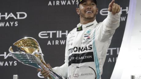 Lewis Hamilton schließt einen Wechsel zu Ferrari zumindest nicht aus.