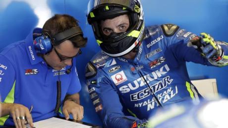 MotoGP-Pilot Andrea Iannone (r) ist positiv auf Doping getestet worden.