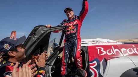 Carlos Sainz feiert seinen dritten Erfolg bei der Rallye Dakar.