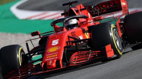 Löste seinen Stallrivalen wieder am Steuer des neuen Ferrari ab: Sebastian Vettel dreht in Barcelona Testrunden.