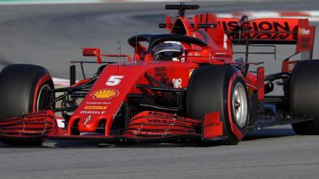 Ferrari-Pilot Sebastian Vettel aus Deutschland bei einer Testfahrt mit dem SF1000 auf dem Circuit de Barcelona-Catalunya.