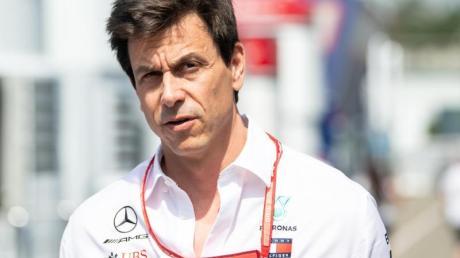 Toto Wolff steigt als Investor beim Sportwagenbauer Aston Martin ein.