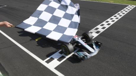 Die Formel-1 startet in die Saison 2020 gleich mit einem Doppelrennen in Spielberg, Österreich: Alle Infos zum Großen Preis der Steiermark - Termin, Uhrzeit, Live-Übertragung & mehr.