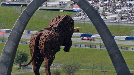 Auf der Rennstrecke im österreichischen Spielberg wird zum Auftakt der Formel 1 innerhalb einer Woche gleich zweimal um WM-Punkte gefahren.