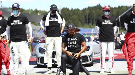 Nicht nur Lewis Hamilton (M.) setzte in Spielberg ein deutliches Zeichen gegen Rassismus.