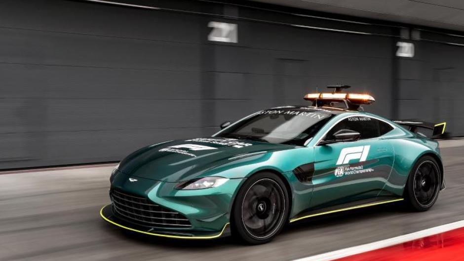 Mit Mercedes Im Wechsel Aston Martin Jetzt Auch Als Safety Car In Der Formel 1 Augsburger Allgemeine