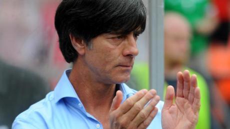 Joachim Löw schätzt die Erfahrungen von Horst Hrubesch im Junioren-Bereich.