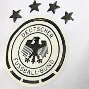 Emblem auf den Trikots der deutschen Fußball-Nationalmannschaft. Foto: Federico Gambarini