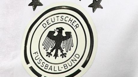 Drei Männer wollten gefälschte EM-Trikots der Nationalelf verkaufen. Sie landeten in Augsburg vor Gericht.
