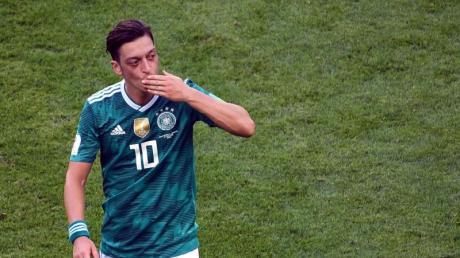 Mesut Özil hatte in drei Tweets scharfe Kritik am DFB, an Sponsoren und auch an seiner früheren Schule geübt. Foto: Ina Fassbender