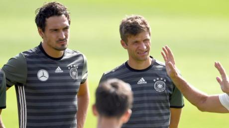 Mats Hummels (l) und Thomas Müller sind nicht mehr Teil des DFB-Teams.